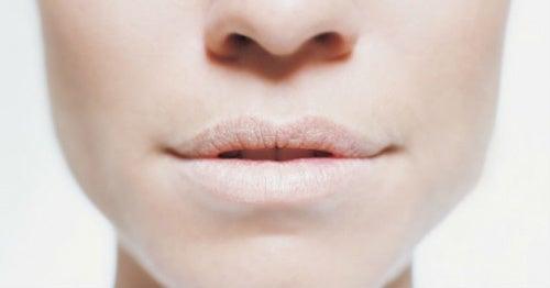 Пересохшие губы и алкоголь