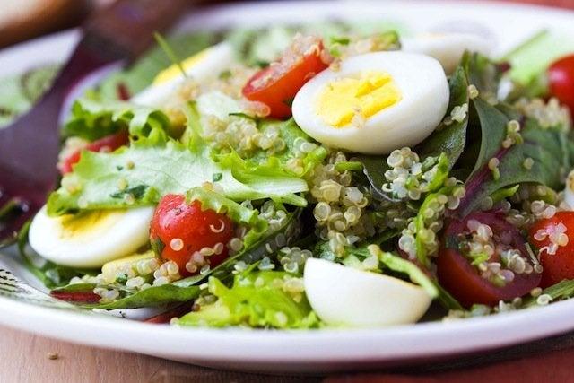 Спаржа тунец и яйцо в салат