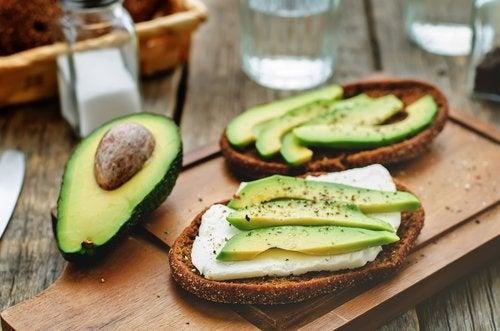 9 веских причин, чтобы чаще есть авокадо