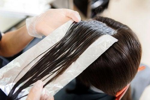 Как использовать фольгу для ухода за волосами?