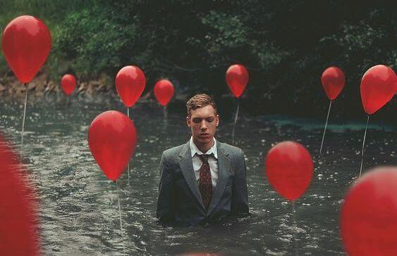 Мужчина с шарами и высокочувствительные люди