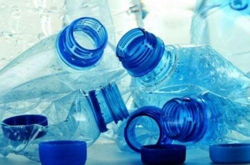 Пластиковые бутылки выделяют токсины