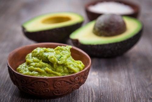 Домашний крем из авокадо и пятна на руках