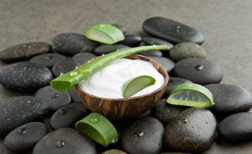 Крем из кокосового молока и алоэ вера и пятна на руках