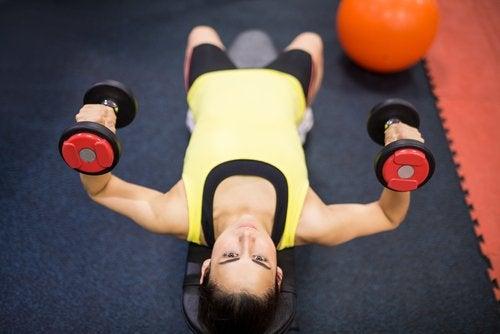 Поднимать тяжести поддерживает наш мозгв форме