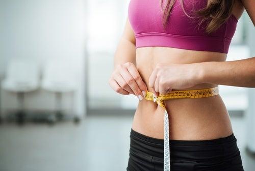 Помогает сбрасывать вес