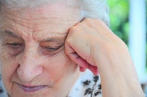 Пожилые люди и родственники