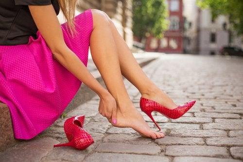 Привычки использовать неудобную обувь