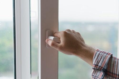 Привычки открывать окна по утрам