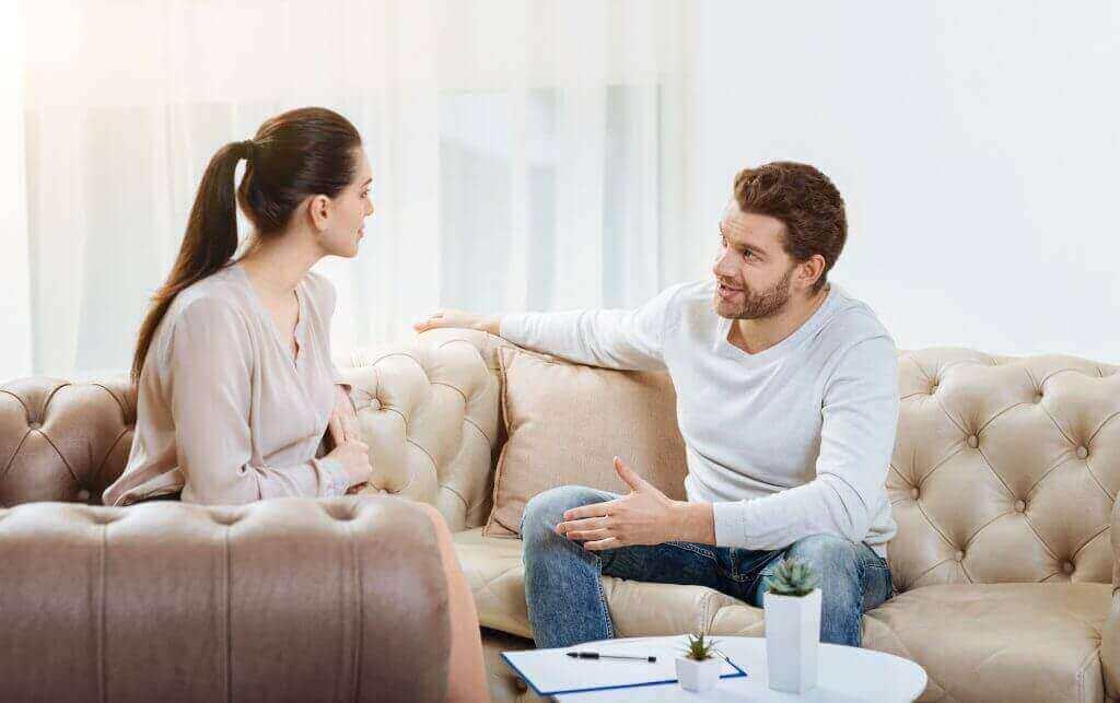 Пара обсуждает планы