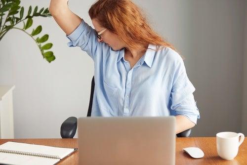 Симптомы интаксикации печени и чрезмерное потоотделение