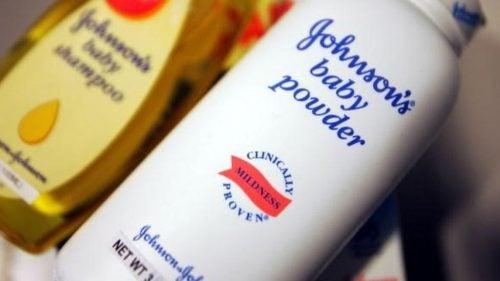 Компания Johnson & Johnson заплатит 417 миллионов долларов, если присыпка для детей станет причиной развития рака!