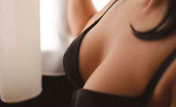 Изменения в груди и нарушения гормонального фона
