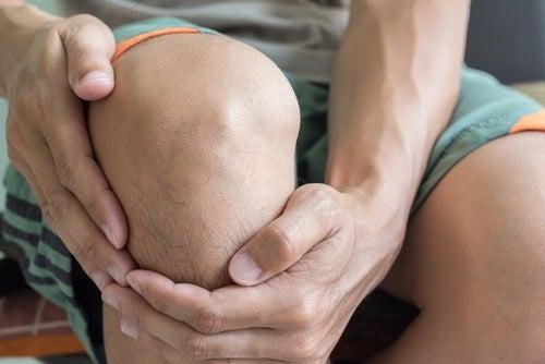 Не стоит заниматься физическими упражнениями если у вас боль в колене