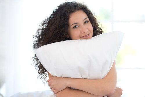 Смена подушки снимет боль в шее