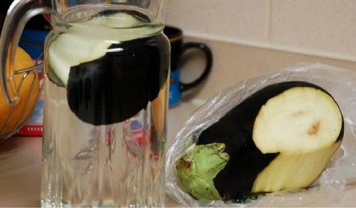 Как сжигать жир и контролировать холестерин с помощью баклажанной воды
