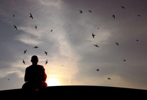 «Хранить молчание» — это нечто большее, чем просто «не говорить»