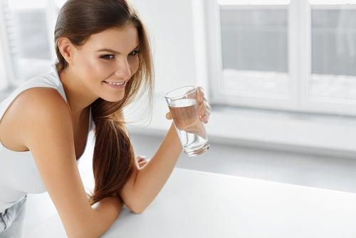 Пить больше воды и задержка жидкости