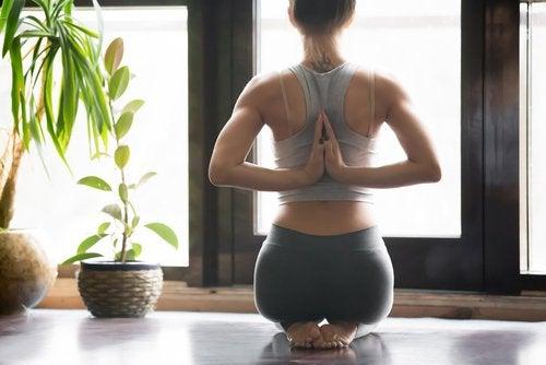 Укрепить поясницу и спину поможет йога