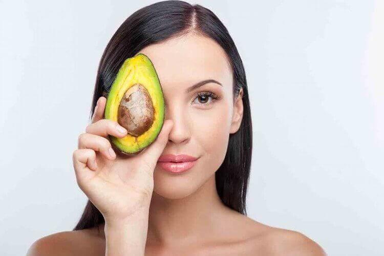 Натуральные средства из авокадо для профилактики секущихся кончиков волос