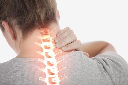 4 упражнения, которые помогут уменьшить боль в шее