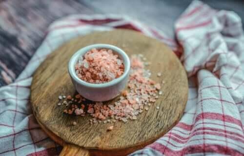 Розовая Гималайская соль и ее 10 предполагаемых преимуществ!