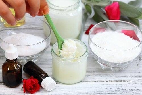 Натуральные скрабы для рук из кокосового масла и пищевой соды