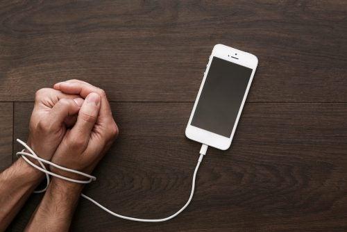 Номофобия, или полная зависимость от мобильного телефона