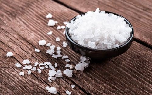 Белый налёт на языке и крупная соль