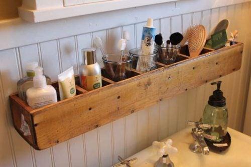 Навесные полочки и дизайн ванной комнаты
