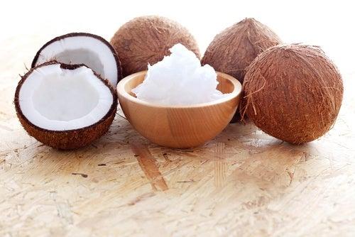 Кокосовое масло для вьющихся волос