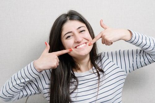 Здоровые зубы и фисташки