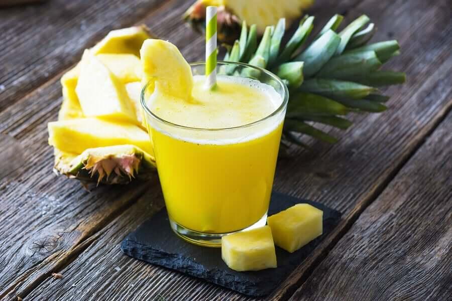 ананасовый детокс-коктейль