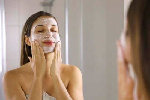 4 расслабляющие маски для глаз против темных кругов