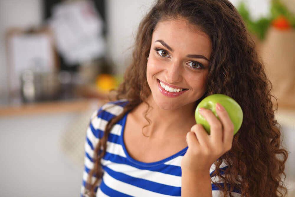 Яблоко и круги под глазами