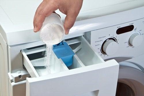 Клещи и белье в стиральной машине