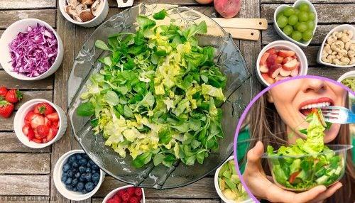 Салат каждый день: 5 сытных и легких в приготовлении рецептов