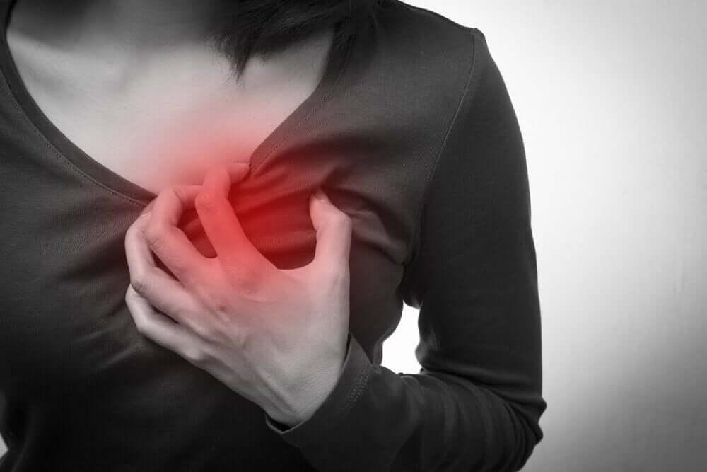 Боль в сердце и покалывания в груди
