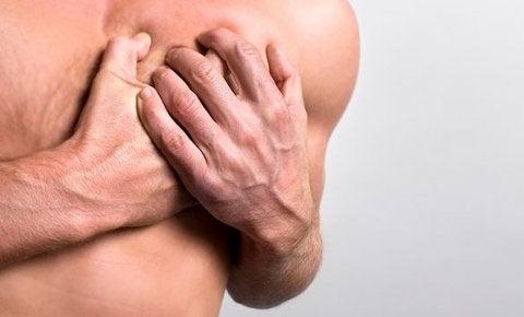 Покалывания в груди