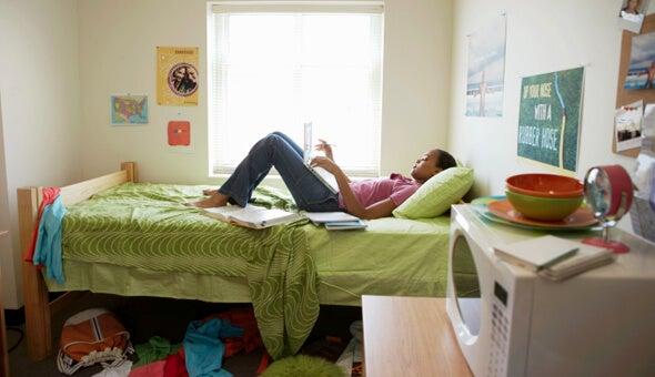 Здоровая атмосфера в комнате и мусор