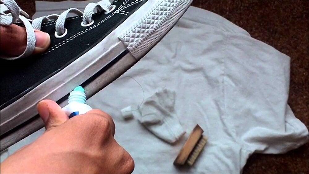 Зубная паста и обувь