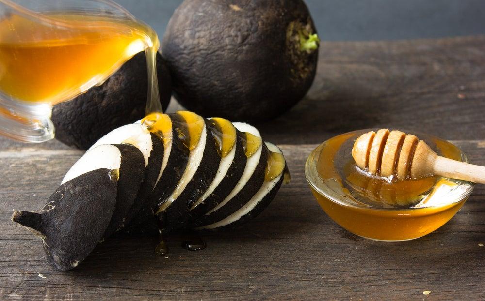 Редька с мёдом поможет осветлить кожу рук