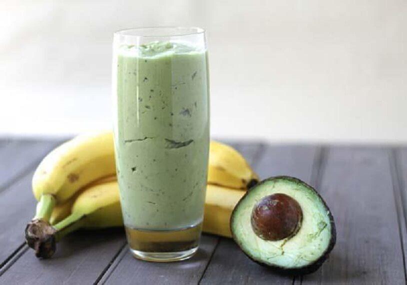 Смузи из зеленого чая, авокадо и банана