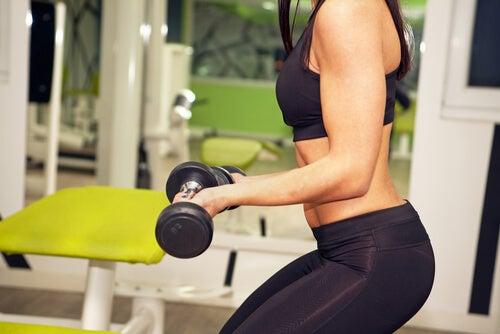 Количество повторений или больше веса, что эффективнее?