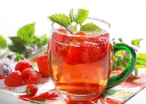 Малина входит в состав детокс напитков помогающих похудеть