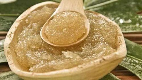 Оливковое масло и сахар для маски для лица