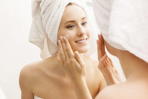 гладкая и здоровая кожа требует увлажнения
