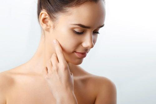 Заботиться о внешности очищая кожу лица