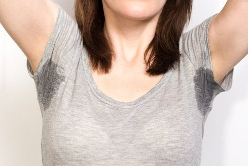 Пятна пота на одежде и бикарбонат натрия