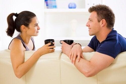 Счастливые пары и мобильный телефон